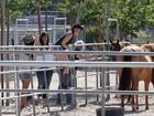 Filha de Michael Jackson curte dia com a mãe e amigas