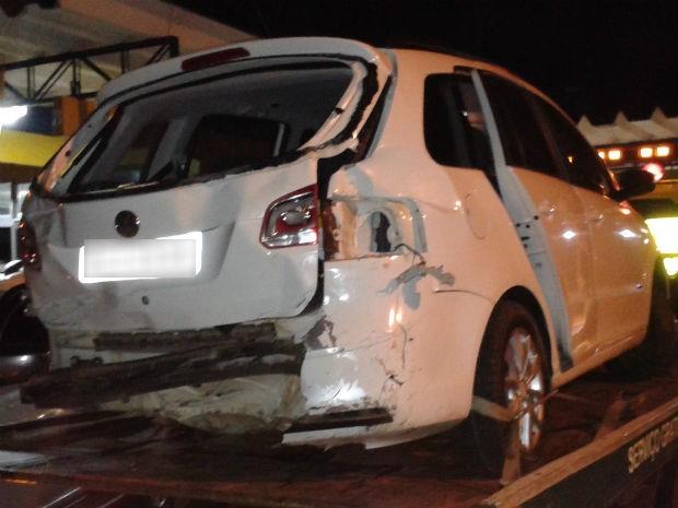 Carro, com placas frias de SC, foi roubado em fevereiro, em Curitiba (Foto: Divulgação/PRF)