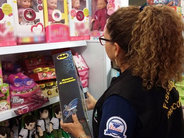 Brinquedos e roupas são alvos da fiscalização do Procon (Foto: Phillippe Gomes / Agência Amapá)