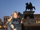Na Itália, Valesca Popozuda esconde o bumbum com roupas de frio