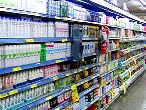 Produtos de higiene e limpeza foram alguns dos responsáveis pela queda no preço da cesta básica (Foto: Reprodução/TV Fronteira)