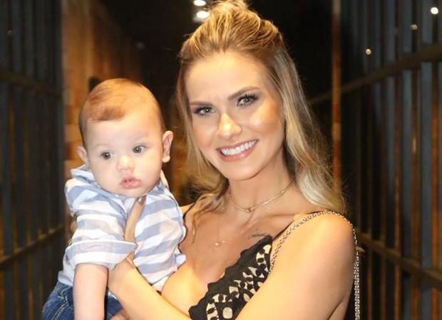 Andressa Suita e o filho, Gabriel (Foto: Daniel Janssens/QUEM)