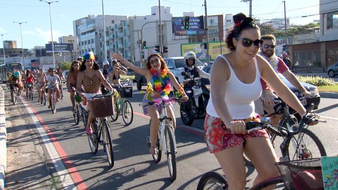 Bloco Magrelas Voadoras: bicicletas ganharam a Praia de Camburi, em Vitória (Foto: Divulgação/ TV Gazeta ES)