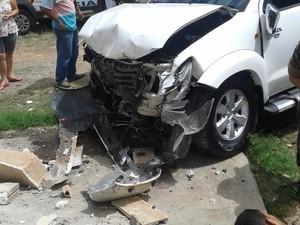 Assalto na região central de Divinópolis carro batido (Foto: Polícia Militar/ Divulgação)