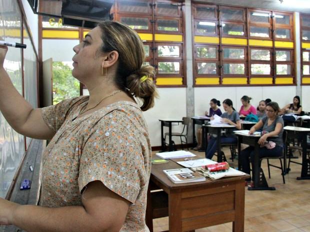 Aula do curso de biblioteconomia nesta segunda-feira (Foto: Suelen Gonçalves/G1 AM)
