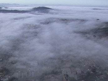 Nuvens já começaram a se formar sobre Porto Alegre pela manhã (Foto: Reprodução/RBS TV)