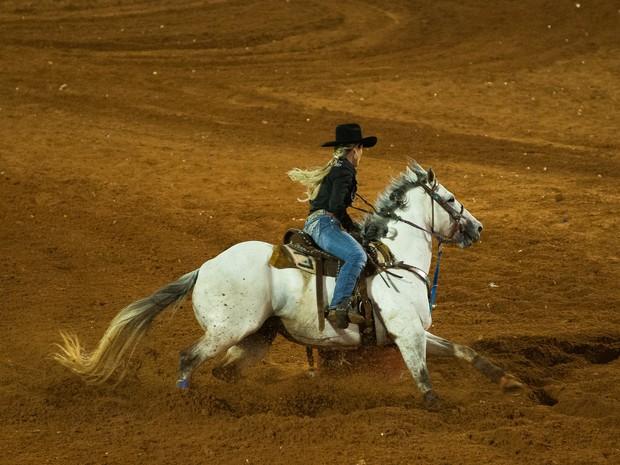 Fatiana e o cavalo Exclusive Moon competem nos Três Tambores da 60ª Festa do Peão de Barretos  (Foto: Érico Andrade/G1)