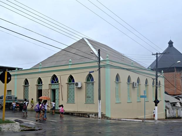 Escola funciona há mais de 100 anos em Cruzeiro do Sul  (Foto: Adelcimar Carvalho/G1)
