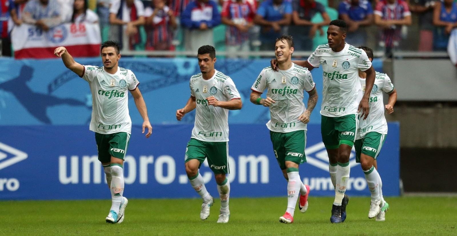 3c5686d296051 Fernando Prass  conseguiu ter destaque até no primeiro gol do Bahia