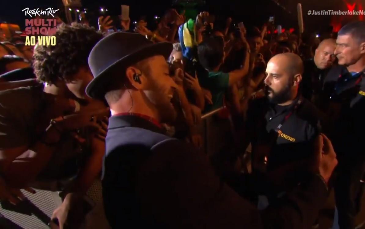Justin Timberlake desceu do palco pra fazer selfie com a f (Foto: Multishow)