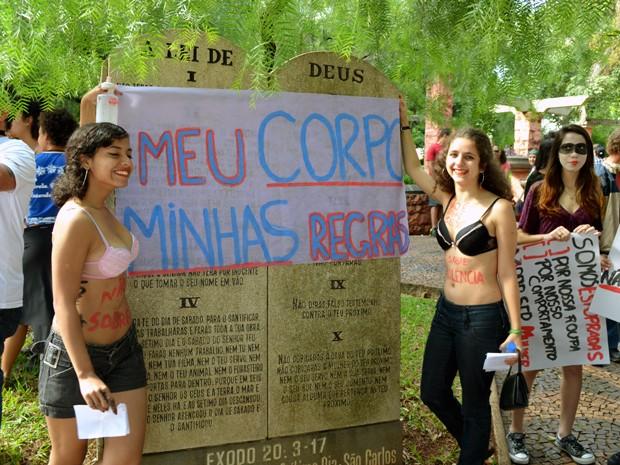 Marcha surgiu no Canadá após onda de estupros em universidade (Foto: Fernanda Vilela/G1)