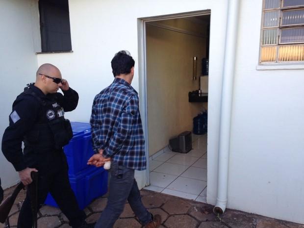 Polícia cumpre mandados em cidades do oeste do Paraná  (Foto: Cícero Bitencourt/RPC )