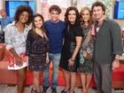 Na reta final da trama de 'Em Família', elenco participa do Encontro; Confira cliques