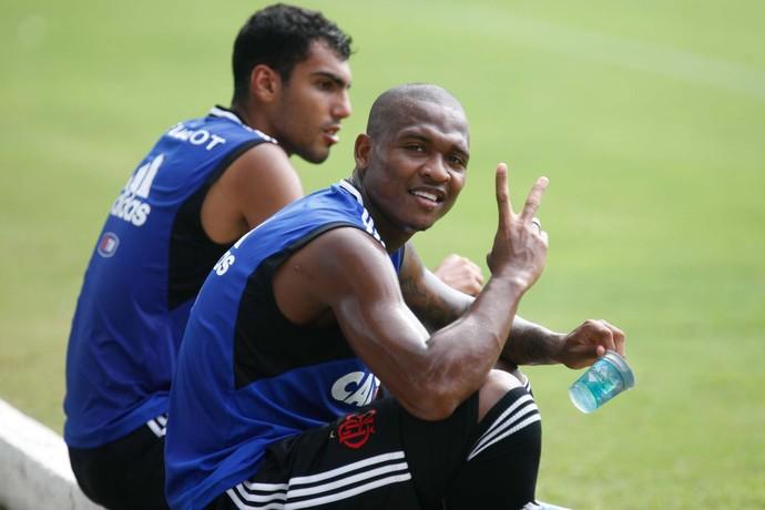 Samir treina nesta quarta-feira no Ninho do Urubu, Flamengo (Foto: Gilvan de Souza)