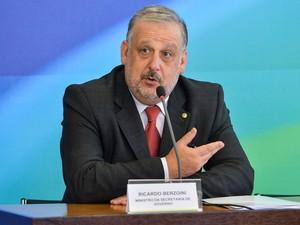 Brasília - O ministro da Secretaria de Governo, Ricardo Berzoini, fala a imprensa após reunião de coordenação com a presidenta, Dilma Rousseff (Foto: Antonio Cruz/Agência Brasil)