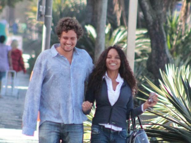 Felipe Dylon e Aparecida Petrowky (Foto: Agnews)