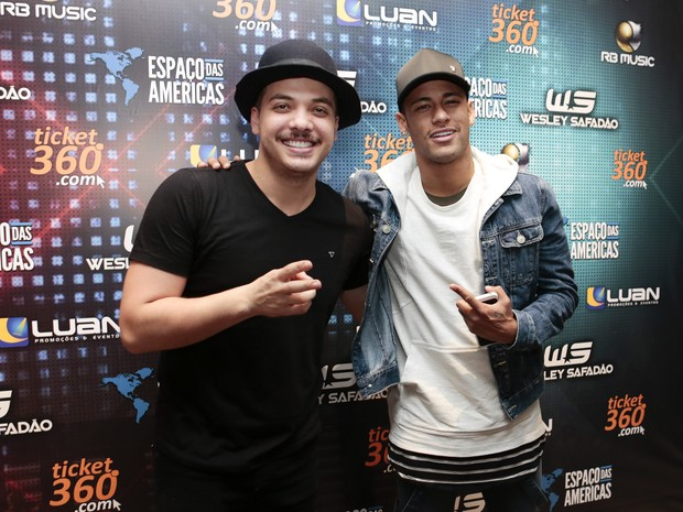 Wesley Safadão e Neymar em bastidores de show em São Paulo (Foto: Rafael Cusato/ Brazil News)