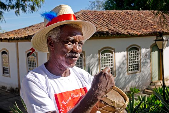 O Capitão das Congadas Benedito Teodoro dos Santos participa da Festa do Divino desde os 14 anos de idade. Em 2016, completará 50 anos de festejos (Foto: Haroldo Castro/Época)