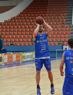 Elinho treino Mogi das Cruzes Basquete (Foto: Bruno Rocha)