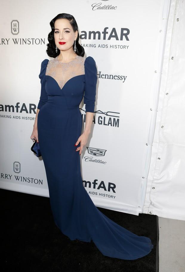 Dita Von Teese em evento em Los Angeles, nos Estados Unidos (Foto: Jeff Vespa/ Getty Images)