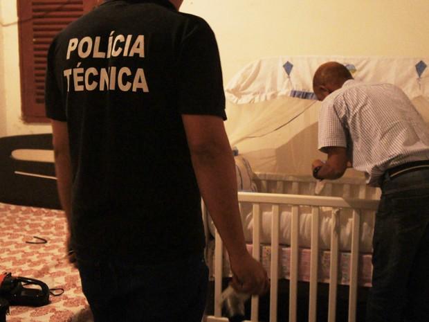 Corpo de criança foi encontrado dentro de berço (Foto: Itapetinga Repórter)