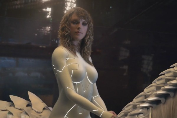 A versão ciborgue de Taylor Swift no clipe de ...Ready for it? (Foto: YouTube)