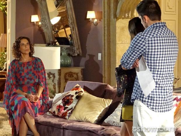 Branca ouve André dizer que é seu filho (Foto: Em Família/ TV Globo)