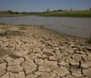 Represa de Itaim, em Itu, uma das que mais sofrem com a crise de água em São Paulo (Foto: Andre Penner/AP)