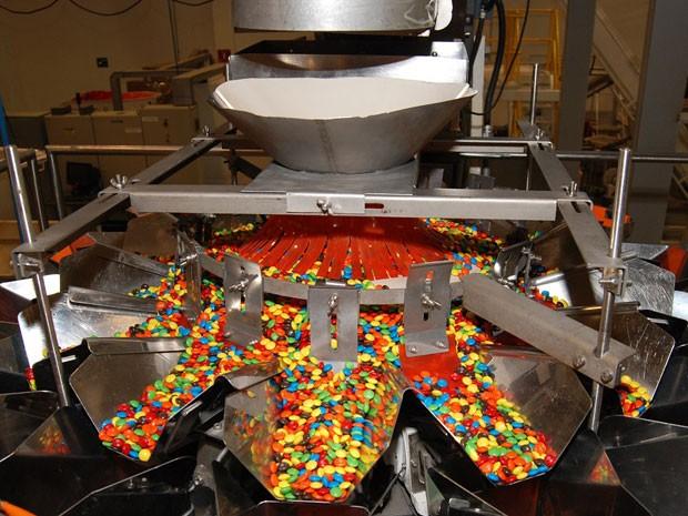 Linha de produção da Mars em Guararema, no interior de São Paulo, onde são feitos todos os chocolates da empresa no país (Foto: Divulgação)