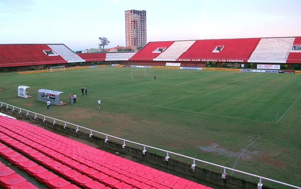 Estádio 3 de Febrero, em Ciudad del Este  (Foto: Carlos Augusto Ferrari / Globoesporte.com)