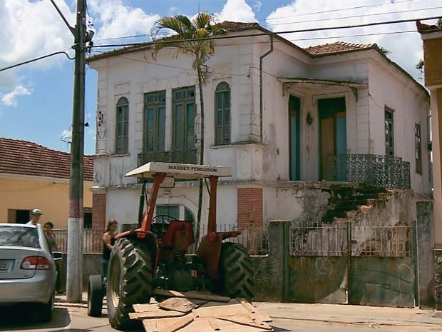 MP embarga demolição de casarão em São Gonçalo do Sapucaí, MG (Foto: Reprodução EPTV)
