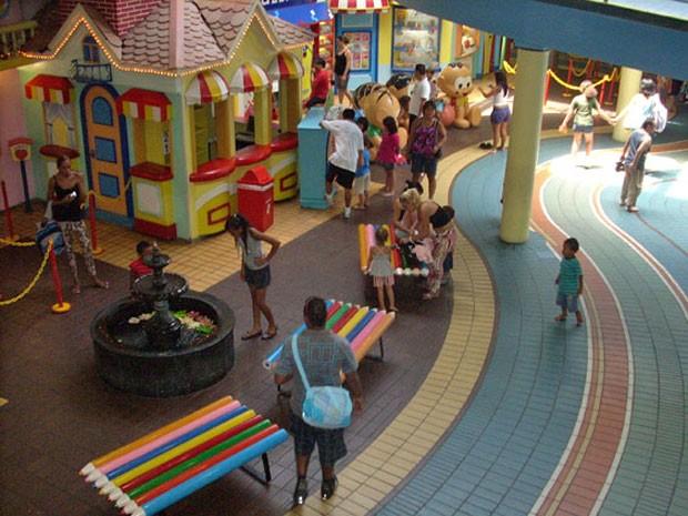 Crianças e pais aproveitam último dia de funcionamento do Parque da Mônica no Shopping Eldorado, em 2010 (Foto: Paulo Toledo Piza/G1)