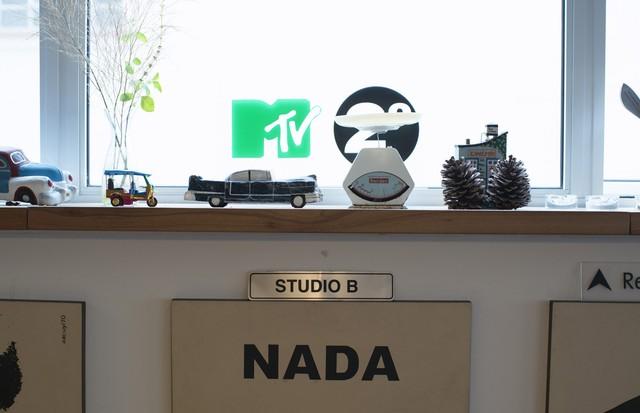 Lembracinhas da MTV decoram a casa (Foto:  Camila Guerreiro)