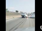 Carro capota após três carros baterem na Dutra em Taubaté, SP