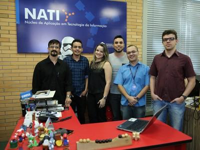 A equipe do NATI desenvolveu o aplicativo que ficará disponível até o final de 2017 e será testado com pacientes que fazem diálise em clínicas conveniadas ao projeto  (Foto: Ares Soares/Unifor)