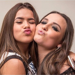 Maisa Silva e Larissa Manoela (Foto: Reprodução/Instagram)