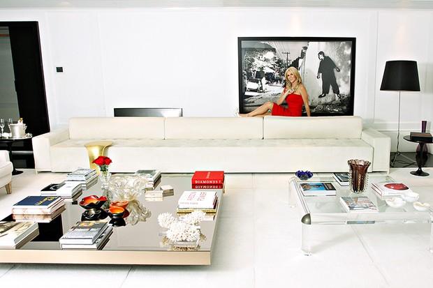 Val Marchiori - O apartamento foi decorado pelo arquiteto Gustavo Torres (Foto: Celso Tavares/EGO)