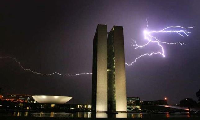 Congresso Naciomal, tempestade (Foto: Arquivo Google)