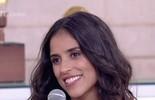 Camilla Camargo desfila em carro que representa o sucesso de Zezé Di Camargo e Luciano