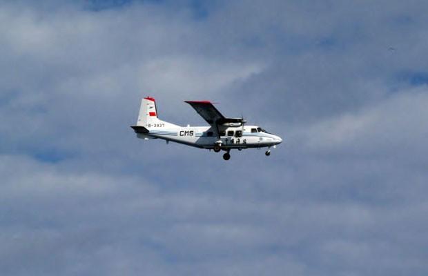 Avião chinês foi visto sobrevoando ilhas em disputa com o Japão nesta quinta-feira (13) (Foto: Guarda Costeira do Japão/AFP)