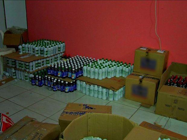 Fábrica clandestina foi fechada na noite desta segunda-feira (20). (Foto: Reprodução/TVCA)