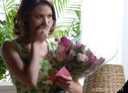Admirador secreto? Noiva de Martin, Micaela recebe flores de outra pessoa