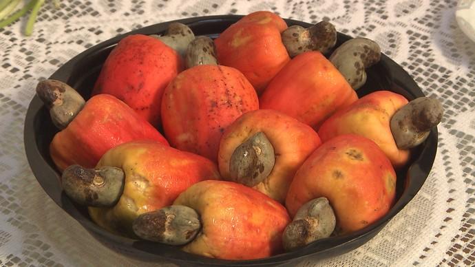 Na moqueca, a consistência do caju se assemelha à lagosta (Foto: TV Bahia)
