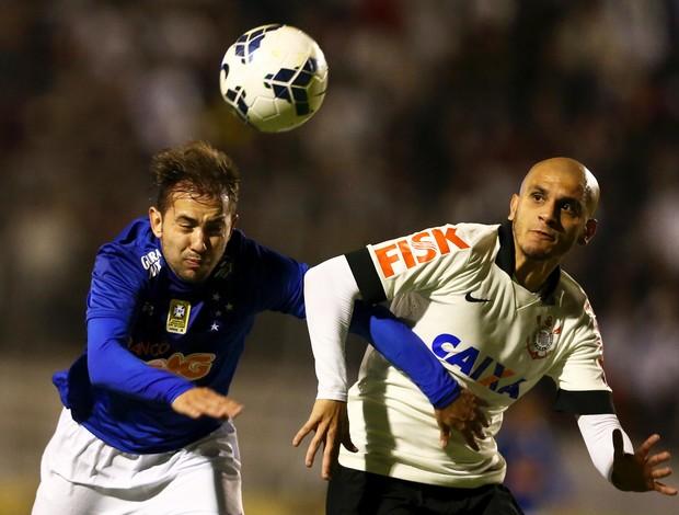 Éverton Ribeiro, meia do Cruzeiro em jogo contra o Corinthians (Foto: Wagner Carmo/Light Press)