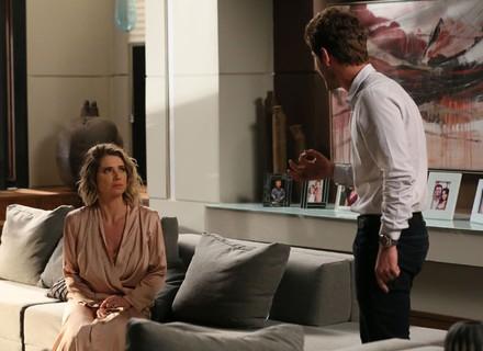 Benjamin humilha Soraya e a deixa desesperada