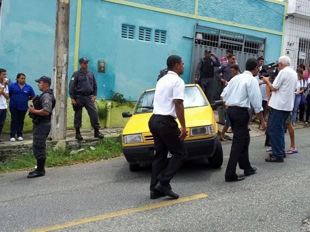 Homem foi assassinado dentro de carro em Natal (Foto: Henrique Dovalle/Inter TV Cabugi)