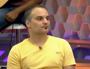 Comentarista de curling, Marcelo Mello no Corujão do Esporte (Foto: Reprodução TV Globo)
