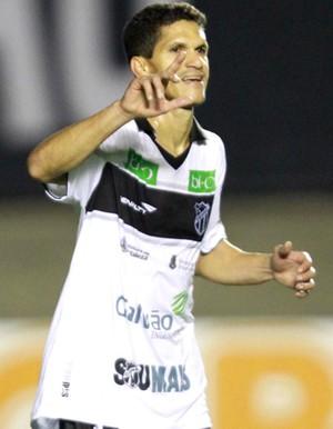 Magno Alves comemora gol do Ceara contra o Atlético-Go (Foto: Carlos Costa / Futura Press)