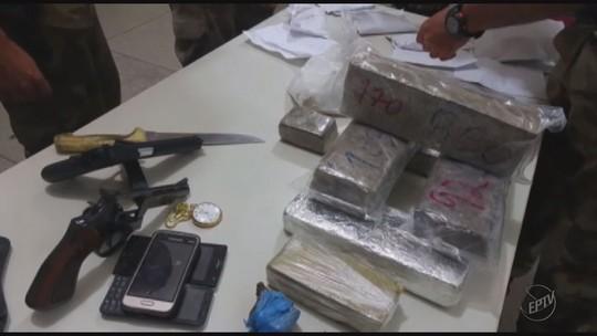 Dois homens são presos suspeitos de tráfico de drogas em Caldas, MG