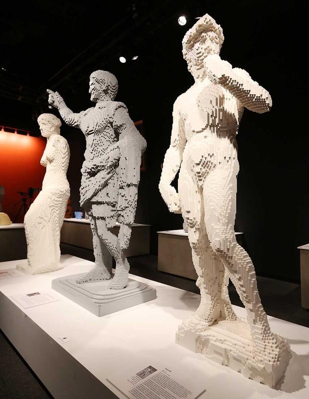 Obras de arte famosas, reproduzidas em Lego, são apresentadas na exposição (Foto: Getty Images)